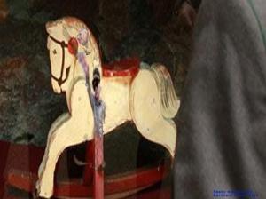 Das Pferd der Politik trabt reiterlos, beflüstert und geschaukelt